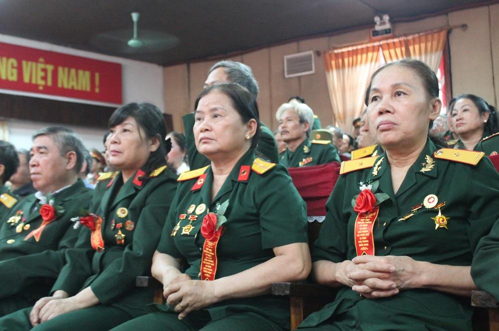 Các cựu chiến binh tham gia giải phóng Trị - Thiên 40 năm trước tại buổi gặp mặt.