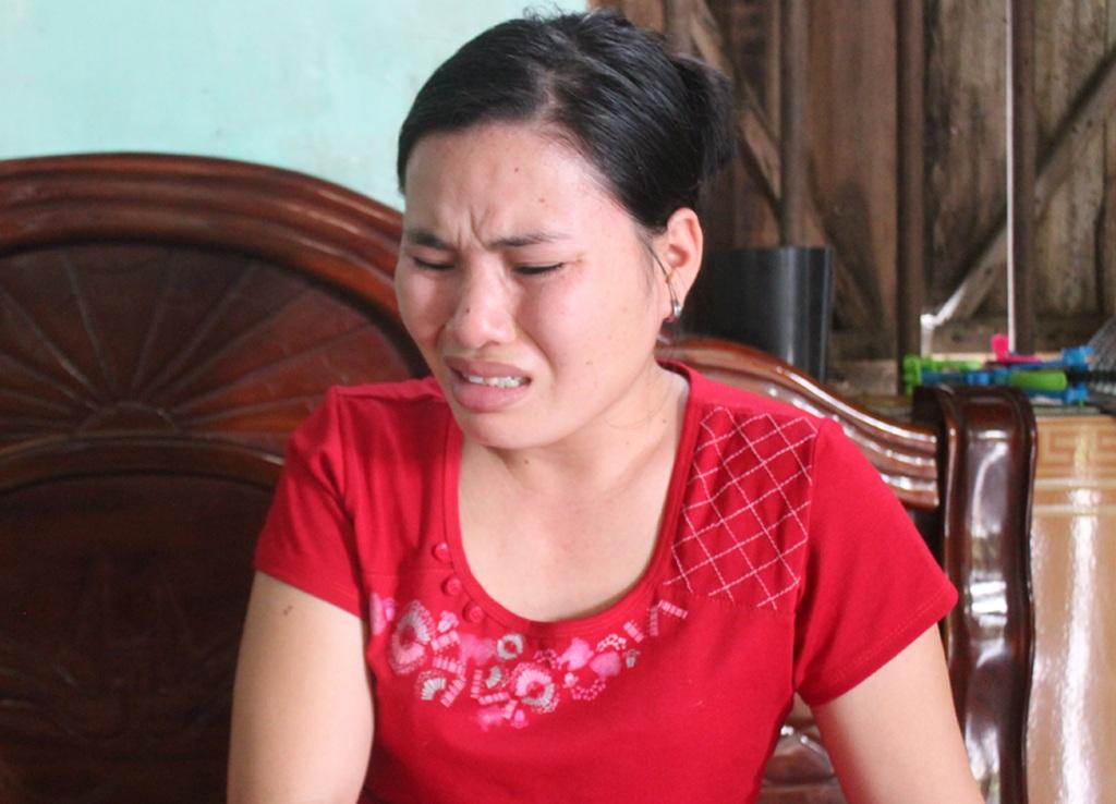 Những giọt nước mắt của người mẹ không thể san sẻ nỗi đau đớn với con.