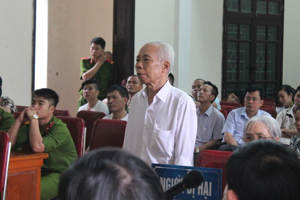Ông Phan Đình Luận cho rằng chủ tọa phiên tòa vi phạm quy định tố tụng và vu khống con trai ông.