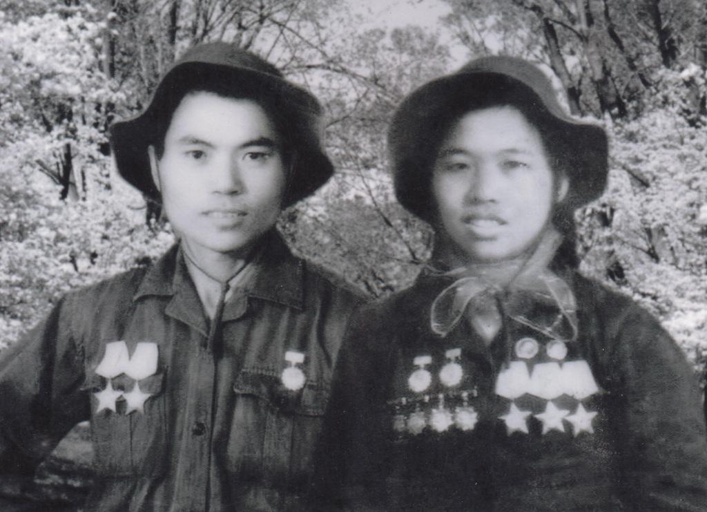 Bác sỹ Trần Ngoc Phan và y tá Thái Thị Thành trong ngày cưới (ảnh NVCC).