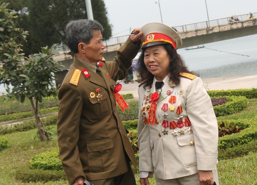 Sau hơn 40 năm, tình yêu được ươm mầm trong chiến tranh vẫn bền chặt, son sắt.