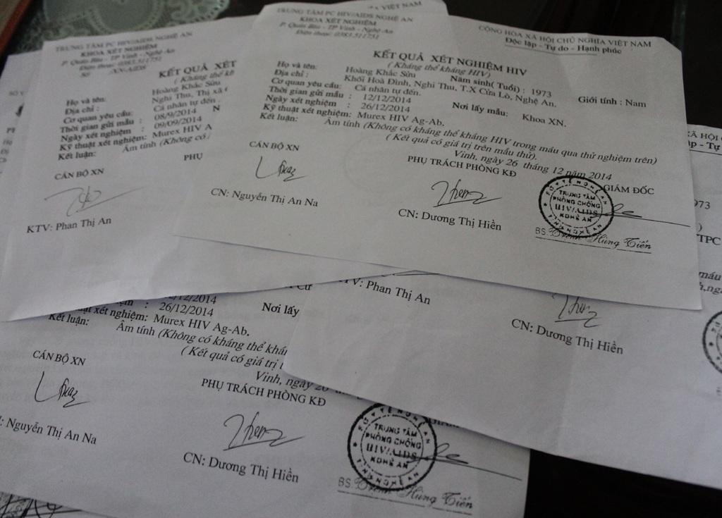 Kết quả phiếu xét nghiệm vào tháng 9 và tháng 12/2014 kết luận anh Hoàng Khắc Sửu âm tính với HIV.