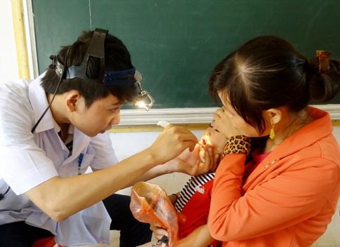 Gần 1.500 người dân đã được thăm khám, kiểm tra sức khỏe và cấp phát thuốc miễn phí.