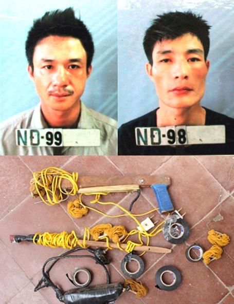Hai đối tượng cùng tang vật tại cơ quan điều tra Công an huyện Nam Đàn.