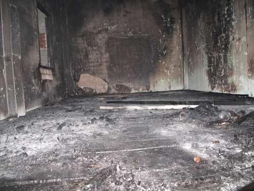 Cháy nhà trọ, sinh viên chạy tán loạn  - 2