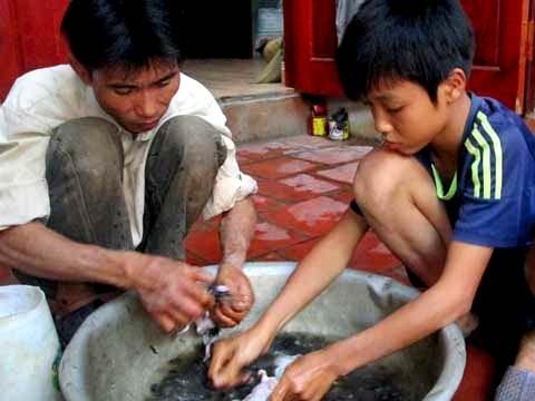 Đến trẻ em cũng biết làm thịt chuột