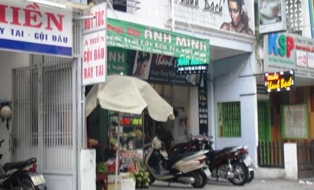 Căn nhà số 105 Nguyễn Trọng Tuyển hiện là cửa hàng bán trái cây Ánh Minh