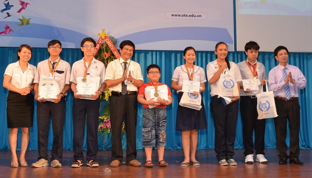 Sáu thí sinh đạt giải nhất tại khu vực miền Nam được trao thưởng.