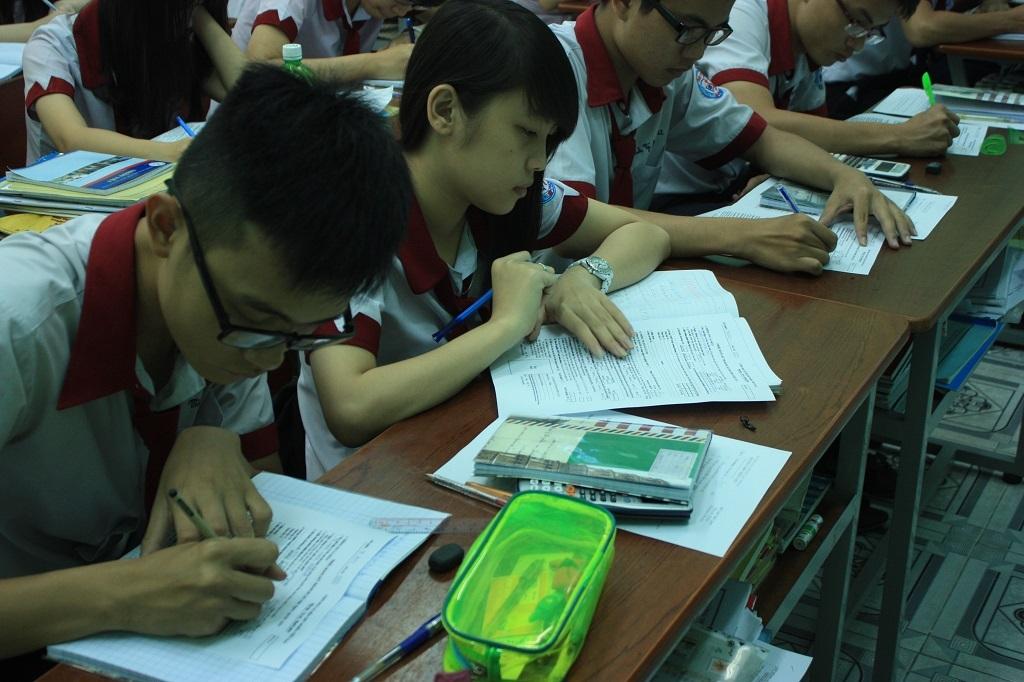 Trường THPT tại TPHCM vẫn đang hướng dẫn học sinh cách ghi hồ sơ