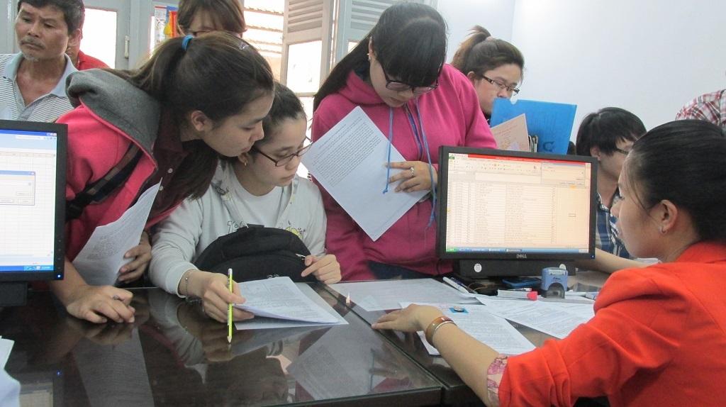 Thí sinh nộp hồ sơ đăng ký dự thi THPT quốc gia tại cơ quan diện Bộ GD-ĐT tại TPHCM.