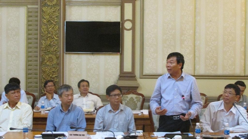 Đại diện cụm thi báo cáo với Phó Thủ tướng về công tác chuẩn bị cho kỳ thi THPT quốc gia năm 2015.