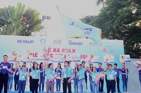 Ngọn cờ của chương trình Tiếp sức mùa thi năm 2015 được giương cao chính thức phát động lễ ra quân