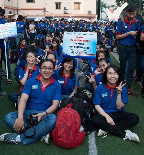 Sự hào hứng hiển hiện rõ trên gương mặt các sinh viên tình nguyện