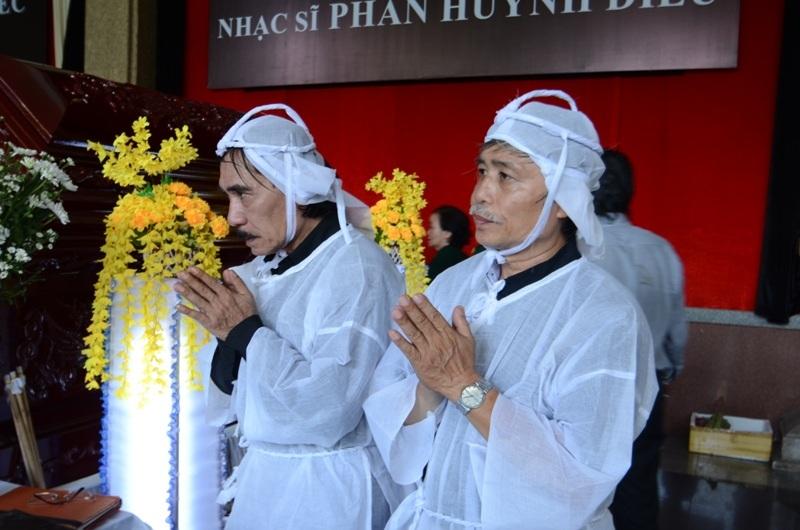 Nét bàng hoàng trên gượng mặt người thân vì sự ra đi đột ngột của cố nhạc sĩ Phan Huỳnh Điểu