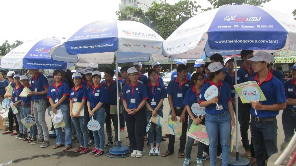 Cao điểm chương trình tiếp sức mùa thi, sinh viên tình nguyện có mặt đông tại bến xe miền Đông