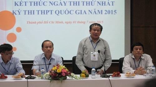 Thứ trưởng Bùi Văn Ga trao đổi về ngày thi đầu tiên kỳ thi THPT quốc gia 2015