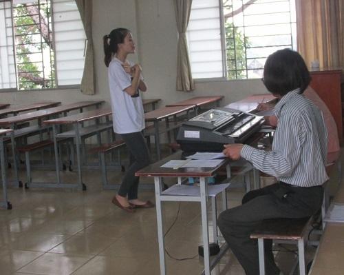 Ngoài đọc diễn cảm, kể chuyện thì thí sinh phải còn phải hát múa