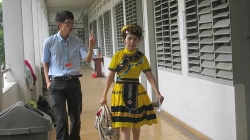 Nhiều thí sinh thuê trang phục dân tộc để phù hợp bài thi
