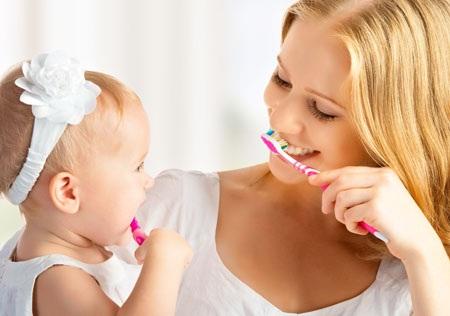 Đánh răng 2 lần mỗi ngày là biện pháp hiệu quả nhất để chăm sóc răng lẫn nướu