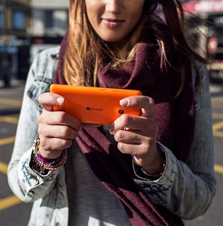 Thiết kế và màu sắc của Lumia 535 rất rực rỡ