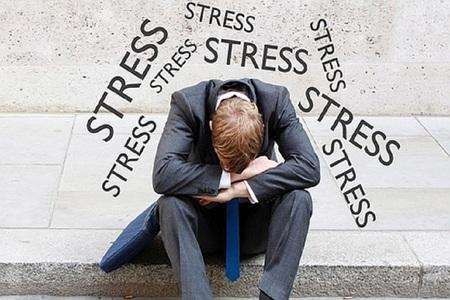 """Nhân viên văn phòng bị bủa vây bởi """"stress"""", trong cả công việc và đời sống cá nhân"""