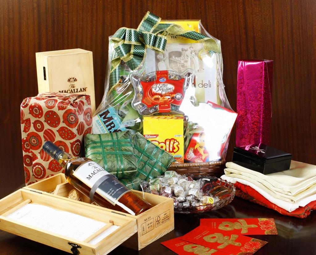 Mỗi dịp tết đến, thị trường quà tặng lại trở nên sôi động với muôn vàn lựa chọn
