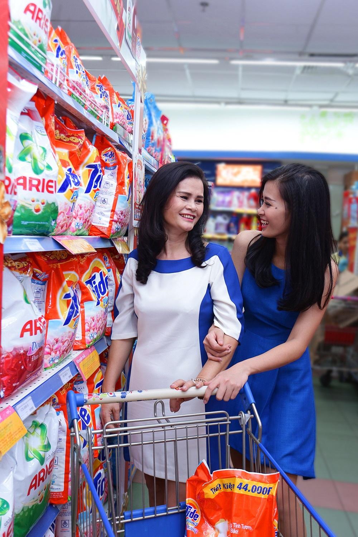 """""""Lần nào đi mua sắm với mẹ mình cũng đều rất hào hứng, cảm giác như mình bé lại"""