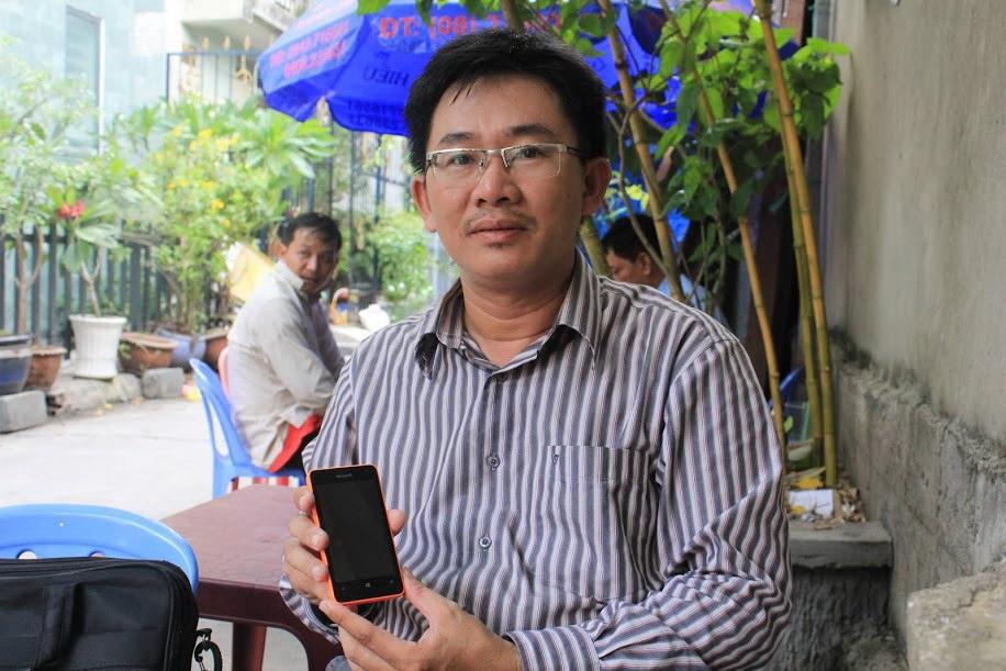 Anh Phước Quan cho biết con trai anh rất thích món quà Lumia 430 của mình