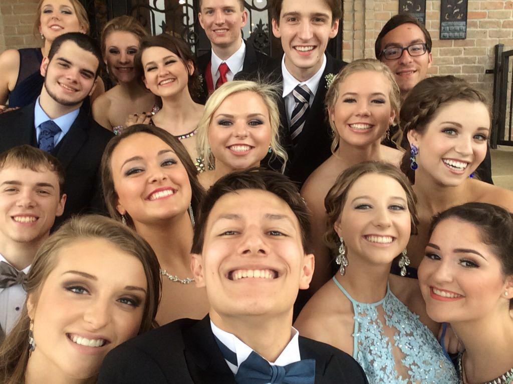 Selfie góc rộng cho phép chụp ảnh cùng bạn bè thật dễ dàng