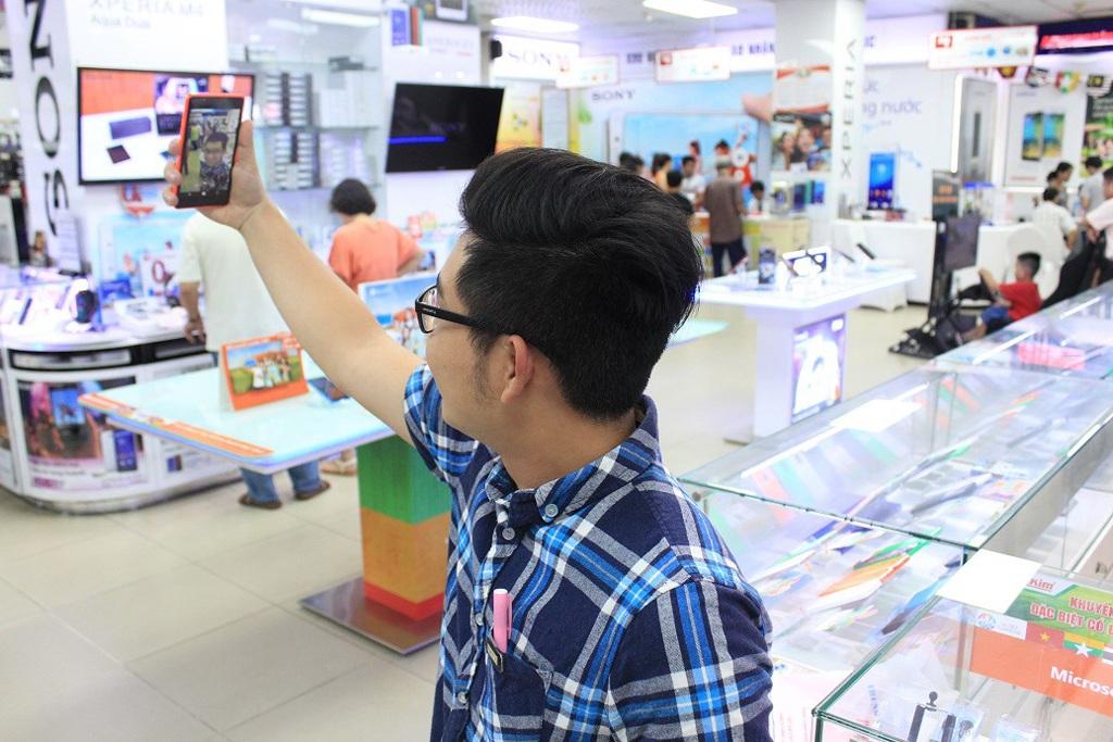 Thử nghiệm ngay tính năng selfie của Lumia 540 tại cửa hàng