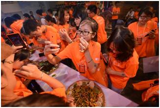 """Thử thách độc đáo và """"kinh dị"""" nhất của cuộc thi: Ăn côn trùng"""