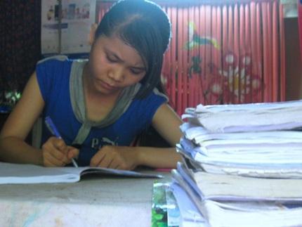Học trò nghèo Quảng Nam vượt khó đến trường - 2