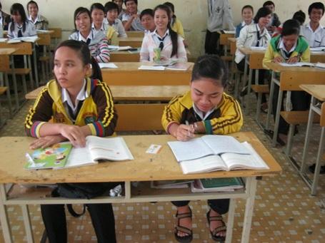 Nỗ lực vượt khó của nữ sinh lớp 11 cao 1m - 1