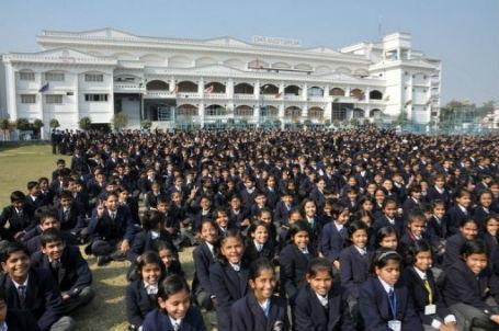 Học sinh trường City Montessori.