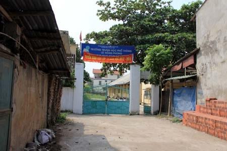 Trường THPT Lê Hồng Phong, huyện Đông Anh, Hà Nội - nơi xảy ra vụ phản ảnh thu sai nguyên tắc.