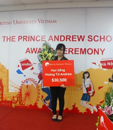 Bạn Trần Bích Phương tự hào nhận Học bổng Hoàn tử Andrew từ BUV.