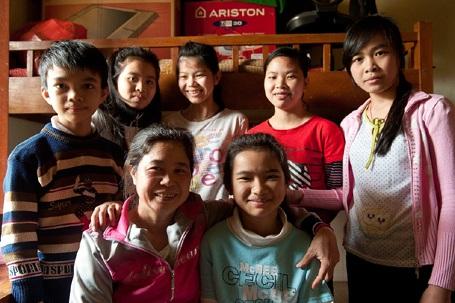 Các bé tại làng trẻ SOS.