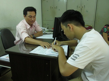 Thí sinh được hướng dẫn ghi hồ sơ tại điểm thu nhận hồ sơ của Cơ quan đại diện Bộ GD-ĐT tại TPHCM