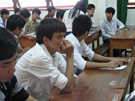Dự kiến sẽ có phương án điểm sàn 2 mức trong kỳ tuyển sinh ĐH-CĐ 2013.