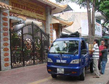 Chiếc xe tải đã sẵn sàng vận chuyển cơm trưa lên Trà Bồng tiếp sức thí sinh