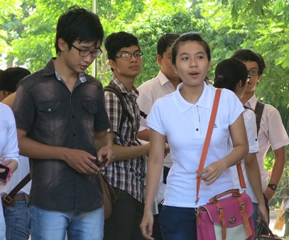 Trước giờ G, các sĩ tử tại Đà Nẵng tỏ ra khá thoải mái. (Ảnh: Khánh Hiền)