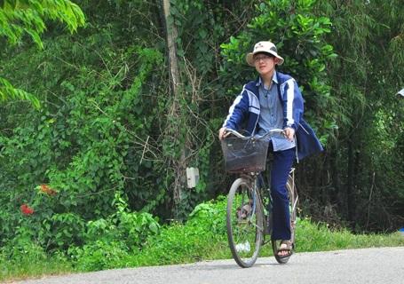 Nhiều năm nay, Tuấn đến trường trên chiếc xe đạp đã mua hơn 30 năm của bố