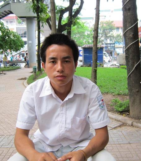 Chàng trai mồ côi dân tộc H'mông Lý A Chông.