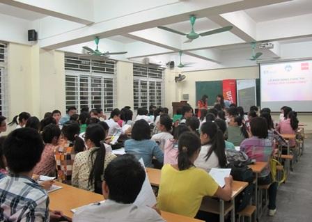 Toàn cảnh lễ triển khai cuộc thi Đường đến thành công tại trường Đại học Kinh tế Luật (TPHCM).