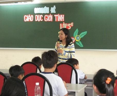 Một tiết học giới tính của HS lớp 5 Trường tiểu học Phùng Hưng, quận 11, TPHCM.