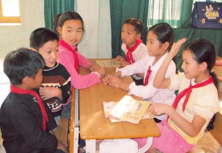 Tổ chức tiết học Giáo dục công dân theo hình thức thảo luận nhóm.