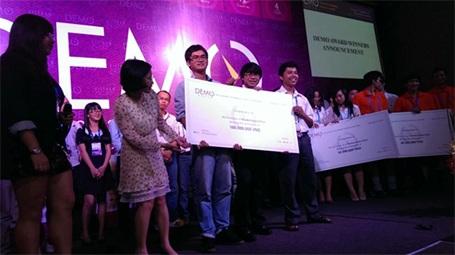 Sinh viên ĐH Việt Đức nhận giải DEMO ASEAN.