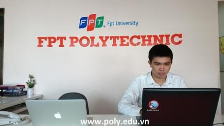 Võ Chí Tùng - Cựu sinh viên FPT Polytechnic tư vấn cho độc giả Dân trí.
