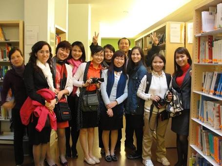 Hình ảnh học viên CFVG MEBF, khóa 7 tại trường Đại học Paris Dauphine, Pháp.
