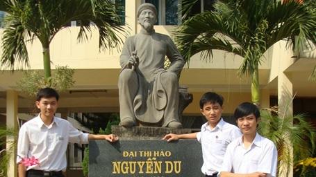 Ba cậu học trò sáng chế Thanh, Hiệp, Duy.